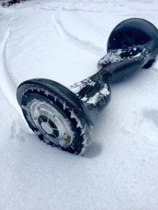 Hoverboard Test im Schnee