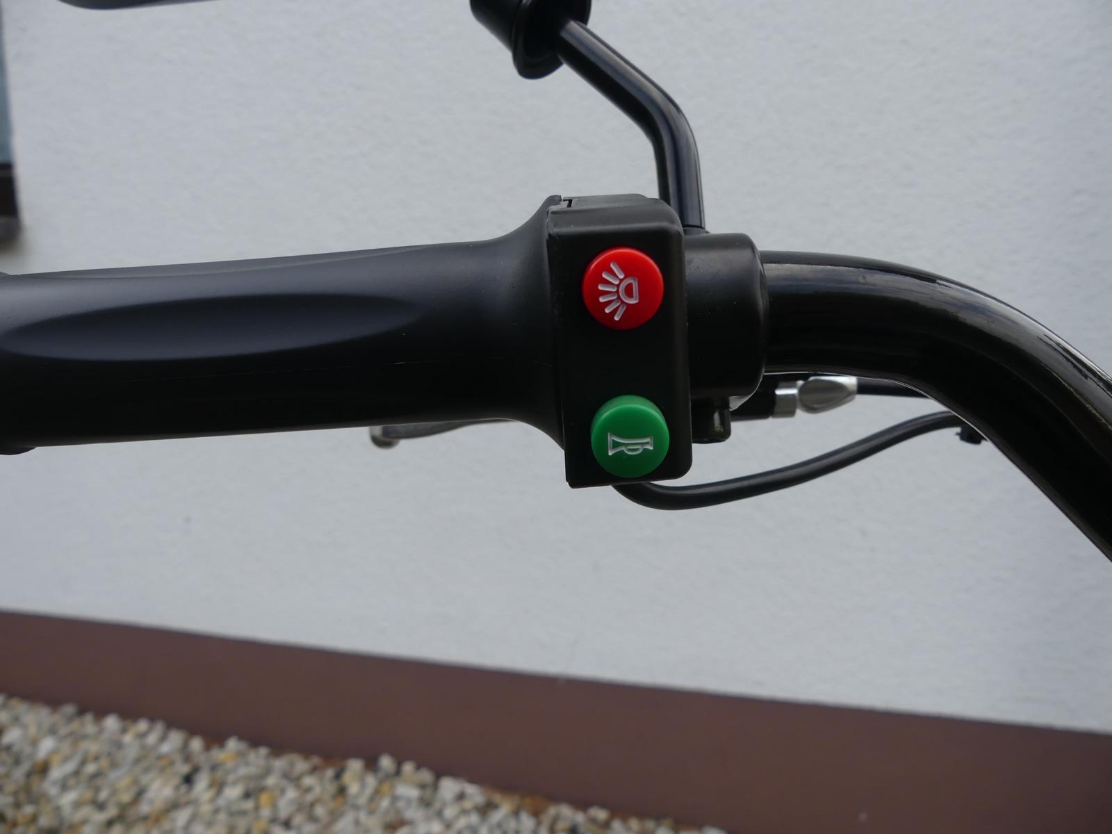 Zwei Schalter des Rollers im Härtetest
