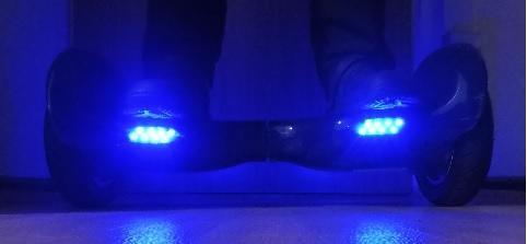 LED Beleuchtung Iconbit 10 Zoll blau vorn und hinten
