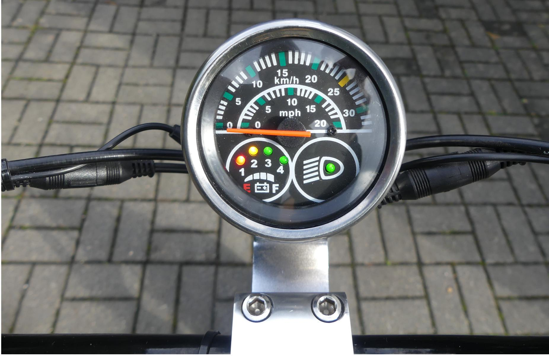 Geschwindigkeitsanzeige des Mini Scooters